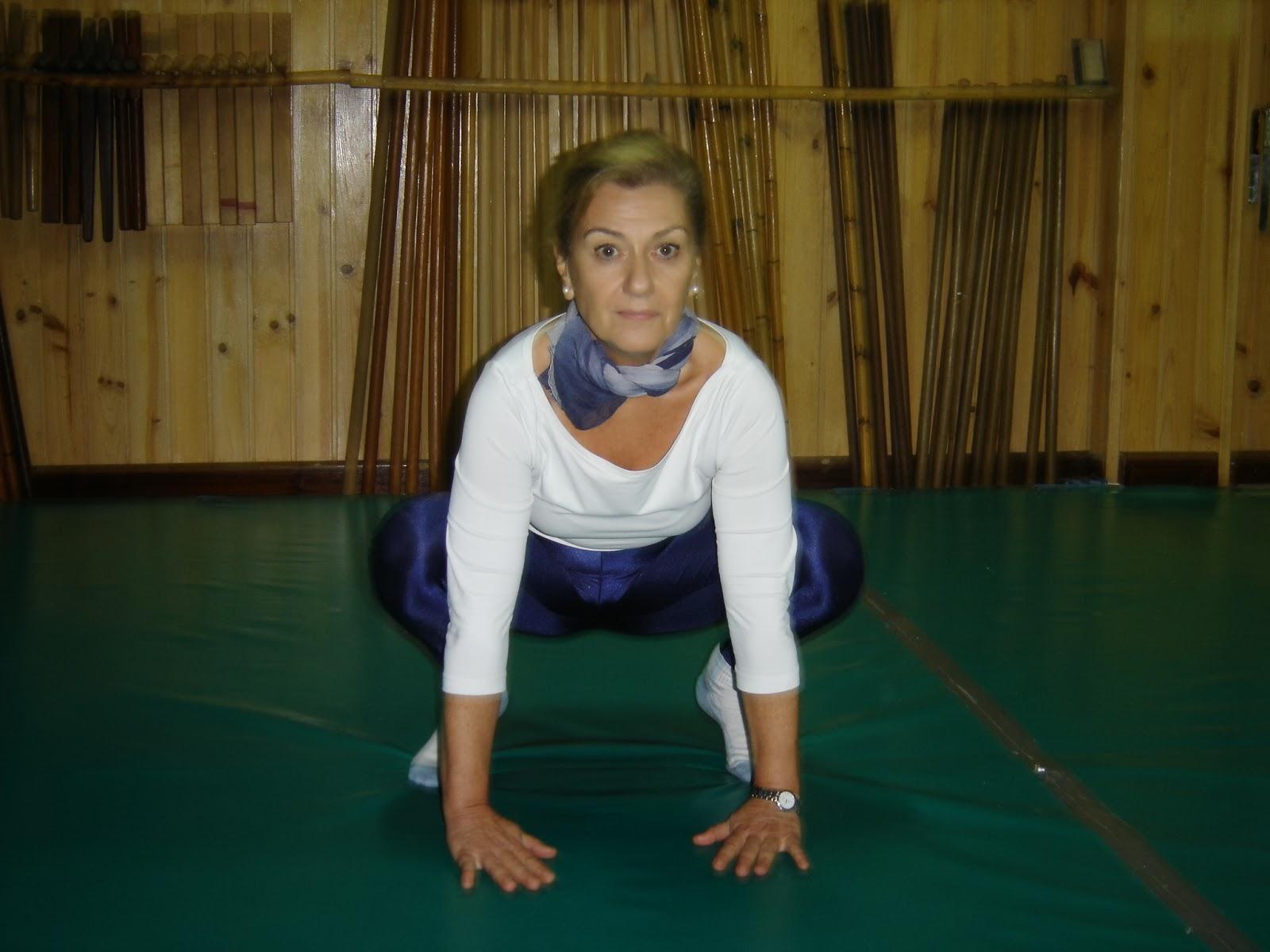 """En estas 4 primeras imágenes vemos a Carmen Perille """"Yoga Siromani """" (Yoga  Teacher) compañera de entrenamiento durante muchos años 45e54aa28813"""