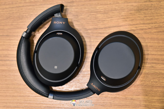 Sony Headphone WH-1000X M3 compact in size and comes with a durable case