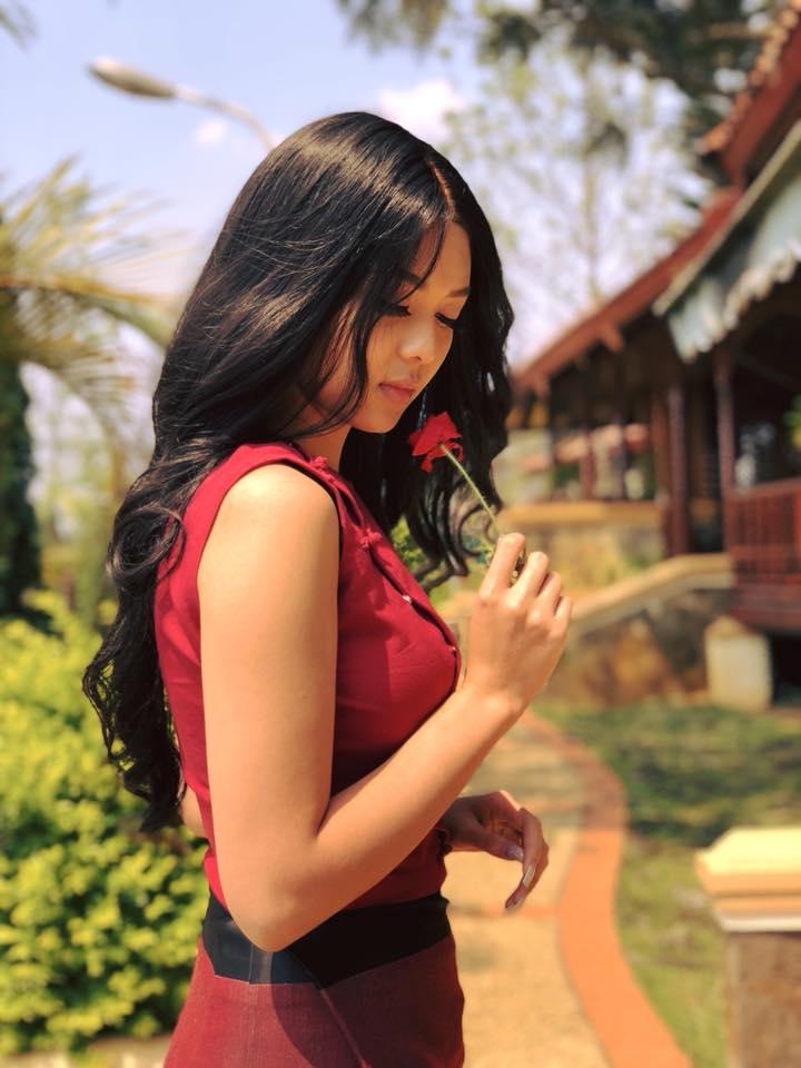 Shwe Mhone Yati In Myanmar Fashion Dress