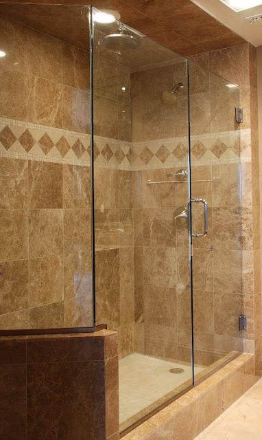 Dise o de ba o clasico y elegante cocinas y ba os for Diseno de banos pequenos con ducha