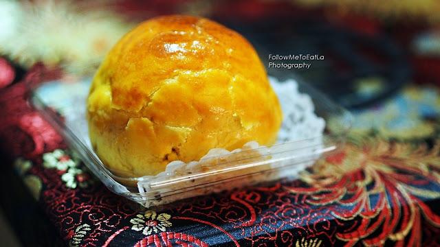 Shanghai Mooncake with Single Yolk & Duo Paste of Jade Pandan & Supreme White Lotus