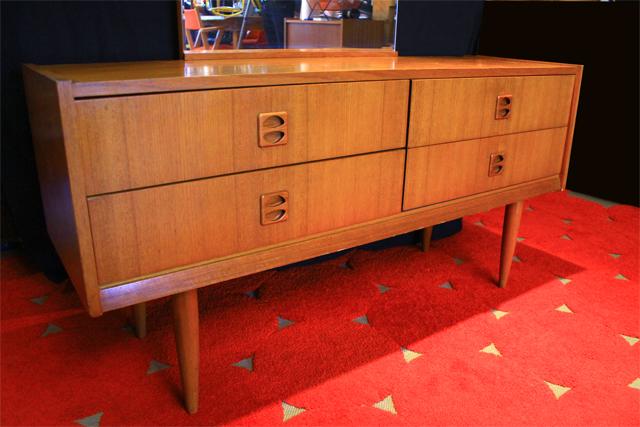 chicbaazar objets vintage 50 60 70 superbe coiffeuse scandinave 1960. Black Bedroom Furniture Sets. Home Design Ideas