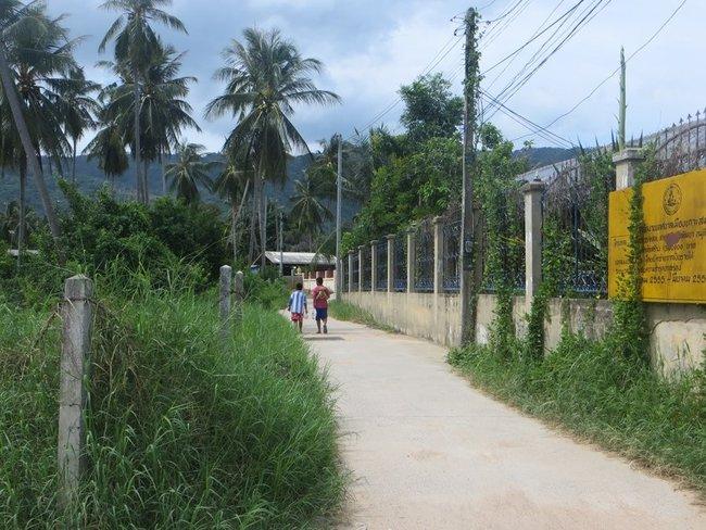 Тайские дети идут домой