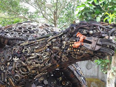 WOW!! Karya Seni Spektakuler Seorang Kakek Dari Onderdil Bekas