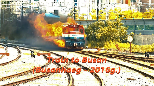 Slika zapaljenog voza koji jurca šinama