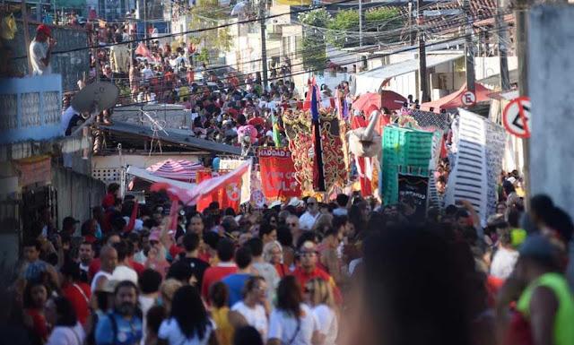 Ao som do frevo, ato pró-Haddad reúne manifestantes nas ladeiras de Olinda; veja fotos