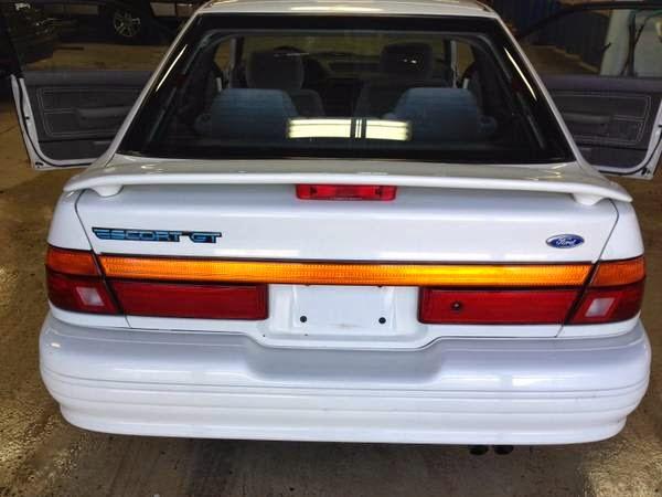 Cmo cambiar el aceite en un 1993 Ford Escort GT