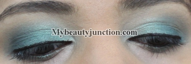 EOTD: Teal blue smoky eye makeup with Balm Voyage palette