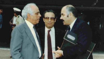 الكاتب الخدير بالوسط والكاتب مالوروان باليمين والملحن عبد القادر الراشدي على اليسار