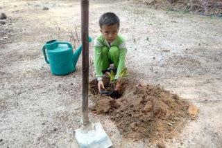 Menanam Pohon Memperingati Hari Bumi
