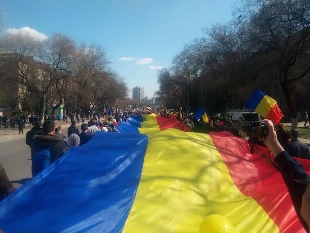 Ieri la Chisinau s-a intrunit pentru a doua oara Sfatul Tării si a votat Unirea cu Romania!