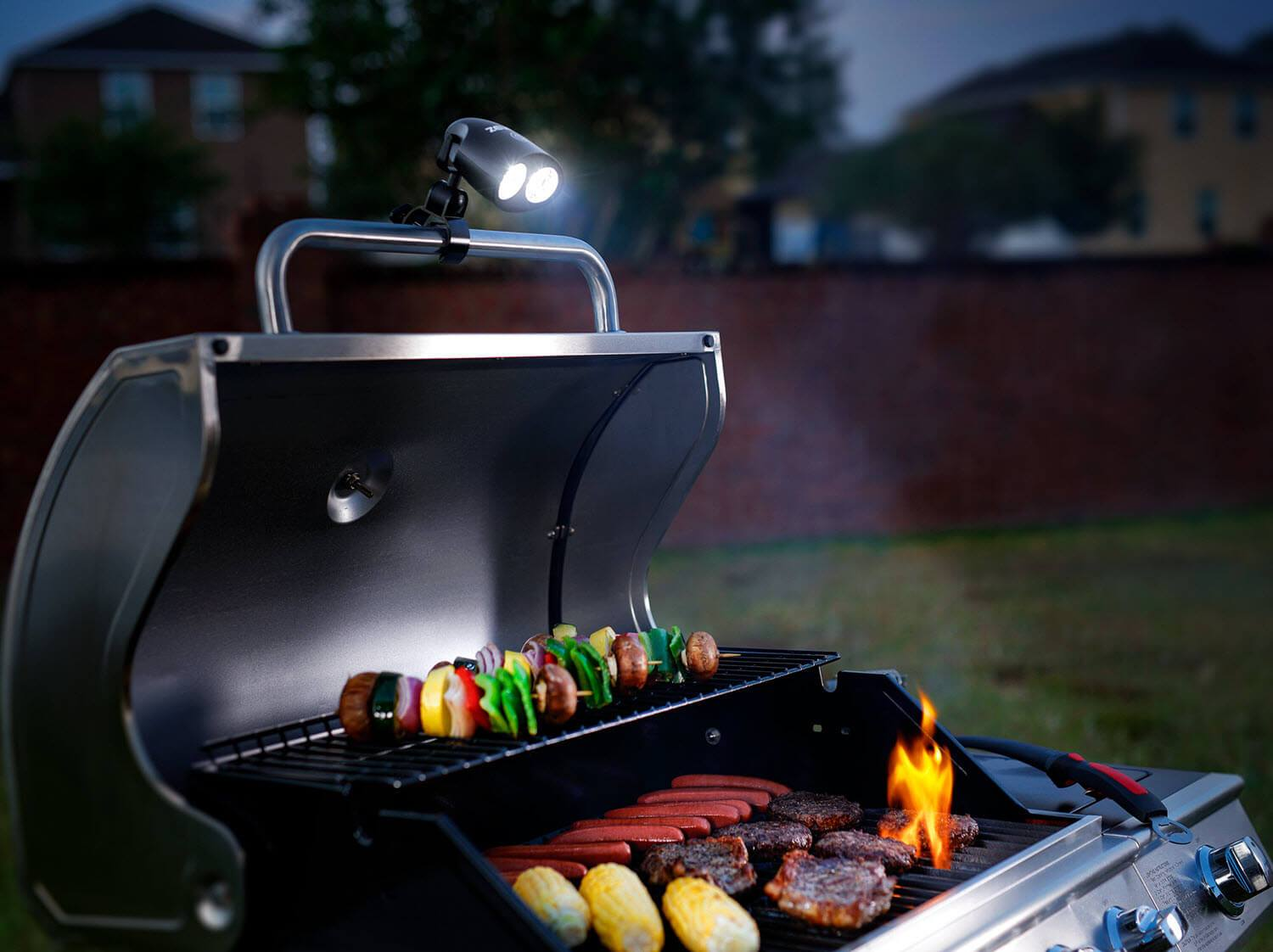 get grilling with the zuest sirius 2 0 bbq grill light. Black Bedroom Furniture Sets. Home Design Ideas