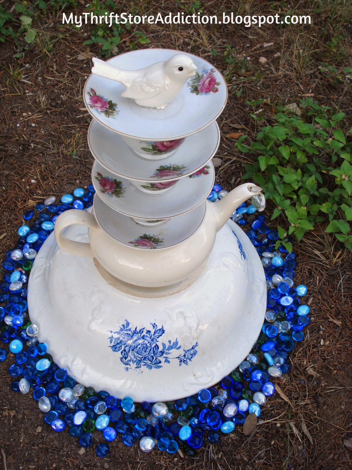 Thrift Store Yard: Teacup Tower mythriftstoreaddiction.blogspot.com Find teacups from yard sales and thrift stores to create a tower of teacups!