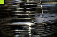 Gehäuse: Andrew James großer 45cm Bodenventilator aus Metall – 100 Watt, kraftvoller Luftfluss, 3 Geschwindigkeitseinstellungen und verstellbarer Neigung – 2 Jahre Garantie