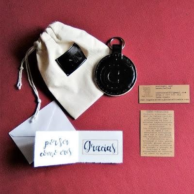 llaveros-cuero-personalizados-grabados-nombres-iniciales-logos-simbolos-iconos-ecologicos-artesanales-hecho-espana.jpg