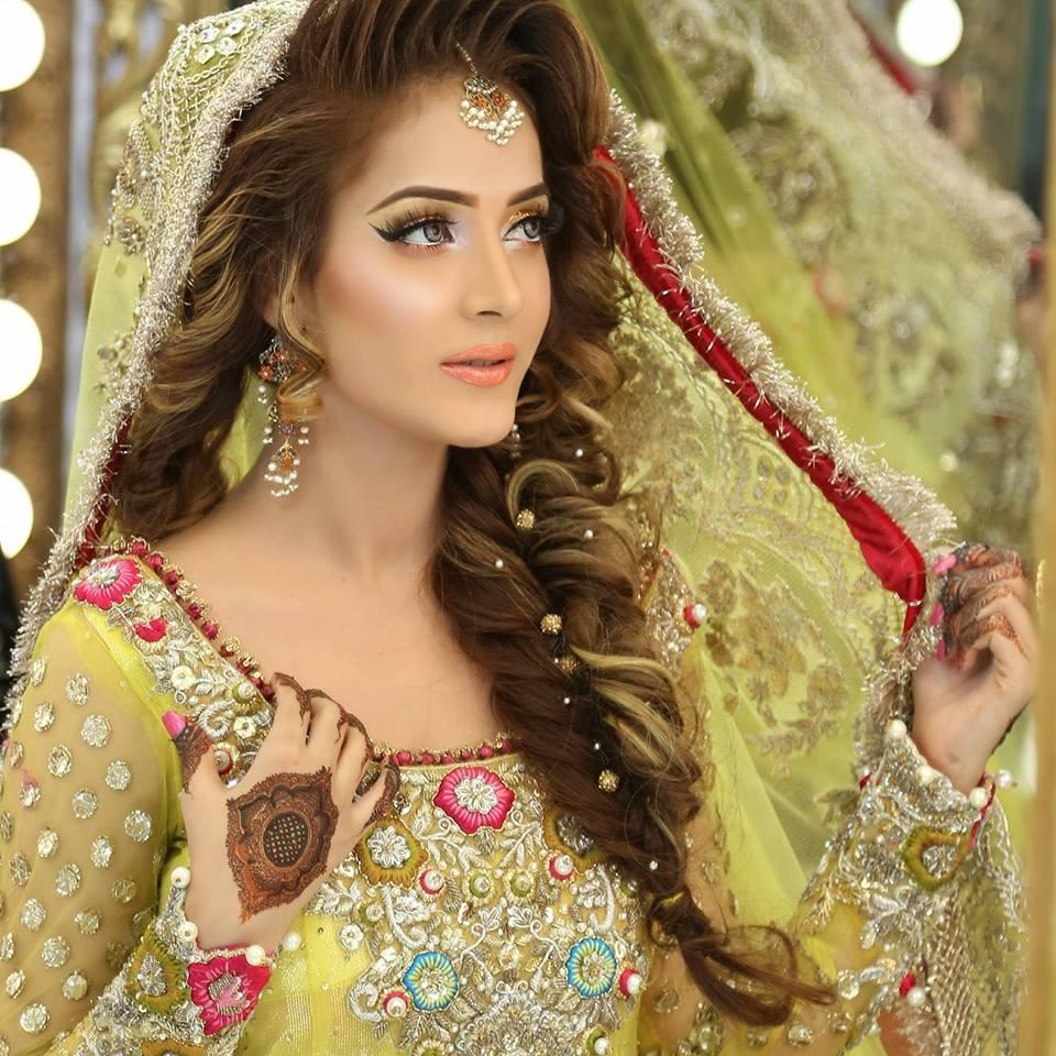 Hairstyles Pakistani Mehndi: Bridal Kashee's Mehndi Day Hairstyles 2017 In Pakistan