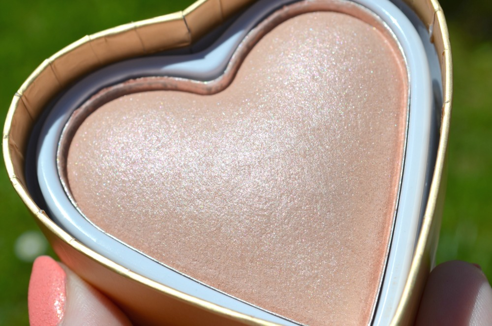 Makeup Revolution I ♡ Makeup Goddess of Love Highlighter Review / Swatches