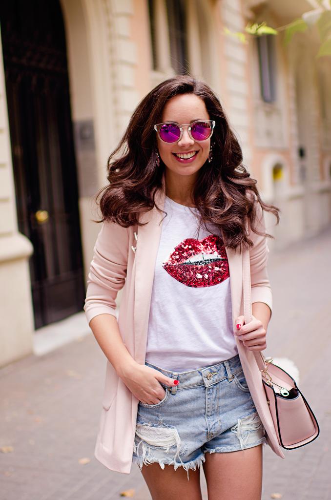 Cómo combinar una americana rosa en tu look