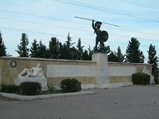 Estatua de bronce dedicada al rey Leónidas situada en las Termópilas, unos 200 kilómetros al norte de Atenas