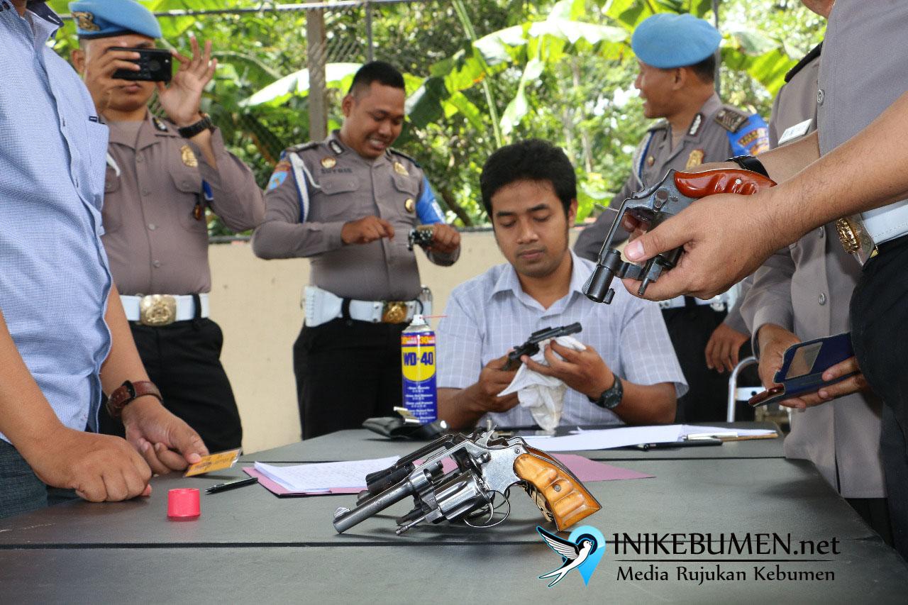 Puluhan Pucuk Senjata Api Polisi Mendadak Diperiksa Propam Polres Kebumen