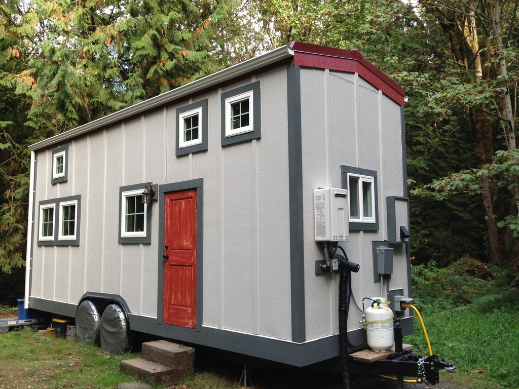 Tiny house town barn chic tiny house 300 sq ft 300 sq foot house