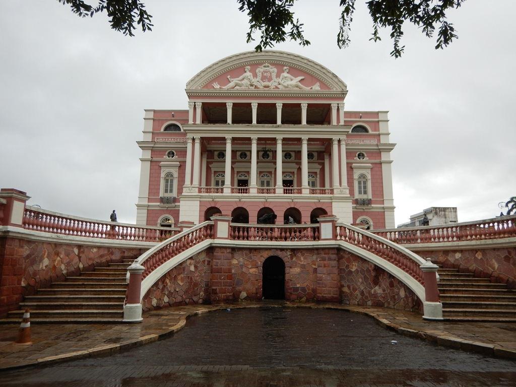 Teatro Amazonas visto do Largo São Sebastião
