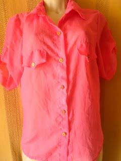 blusa em poliéster cor pink meia manga suspensa com botões