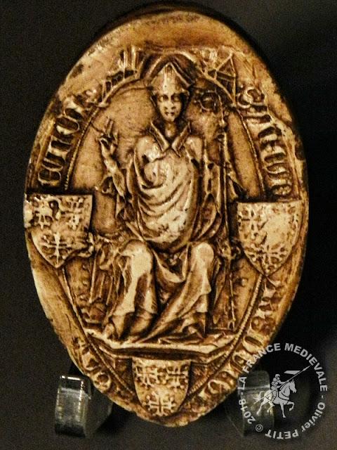 Sceau daté de 1356 appartenant à l'évêque Adhémar de Monteil (1327-1361)