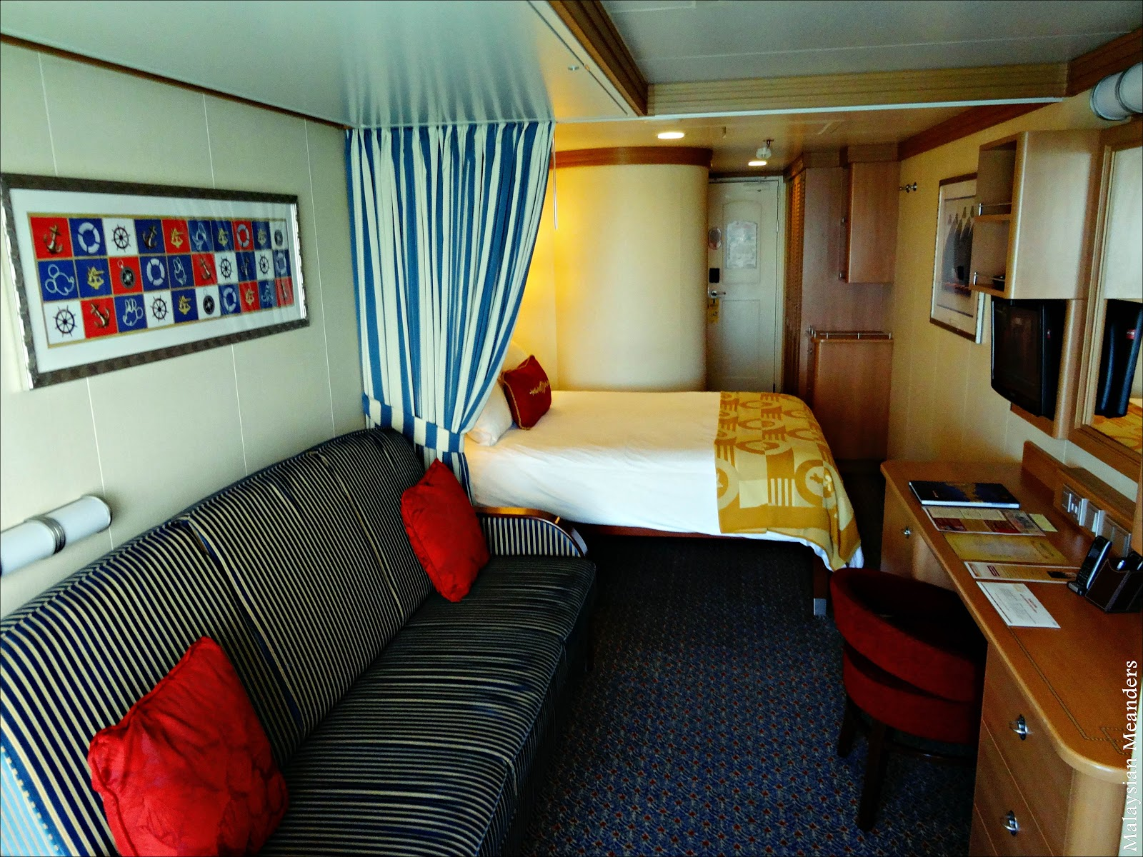 disney dream sofa bed how to clean fabric set malaysian meanders cruising on the inside stateroom deluxe family viewed from porthole towards door