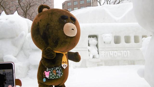 北海道、さっぽろ雪まつりの会場で見たゆるキャラ、やべーべや