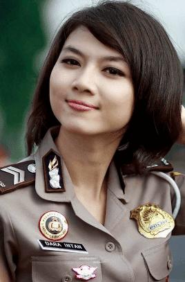 Inspirasi Contoh Potongan Gaya Rambut Cantik Ala Polwan ...