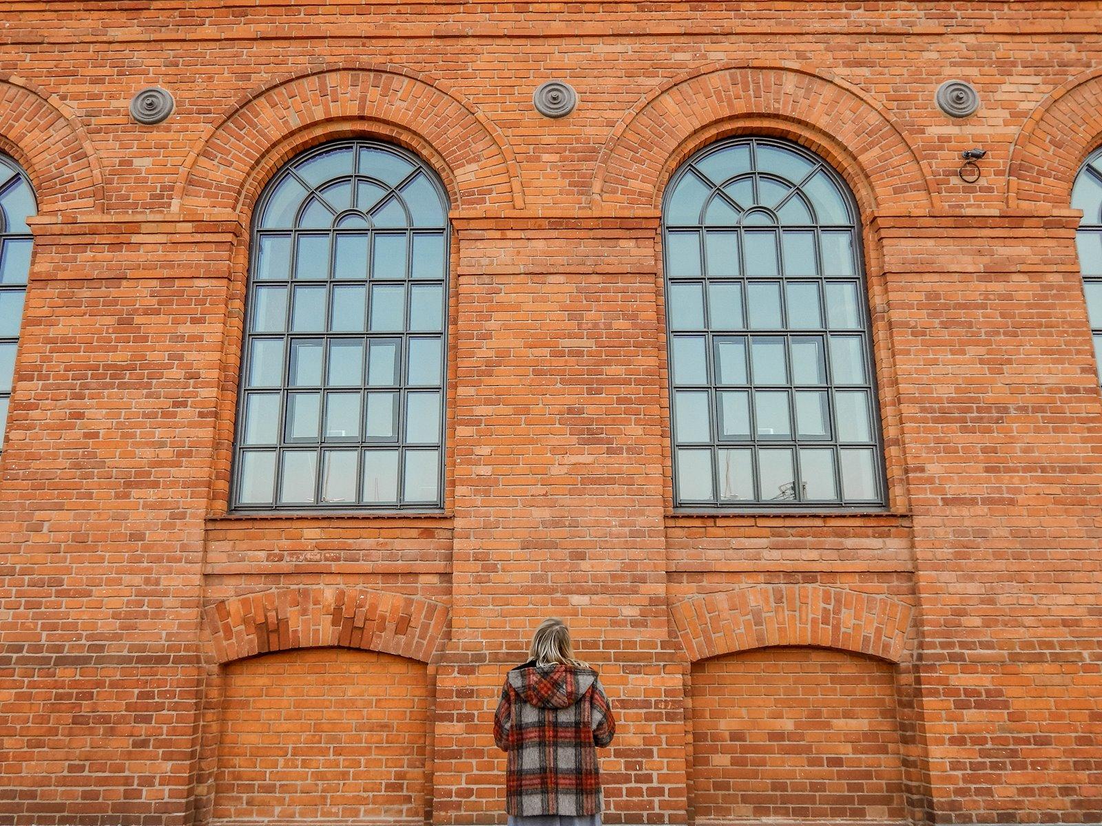 1 płaszcz - ubranie, moda polska, hot moda, moda damska jesień 2018, moda for you, net moda, blog, blogerki fashion łódź anataka kurtka w kratkę ciepła kurtka stylizacje w co się ubrać eleganckie kurtki blondynka