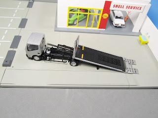 tomica nissan safety loader