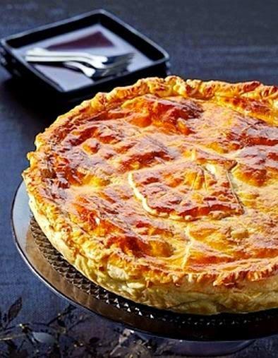 Tarta de pollo y jamon con masa de hojaldre