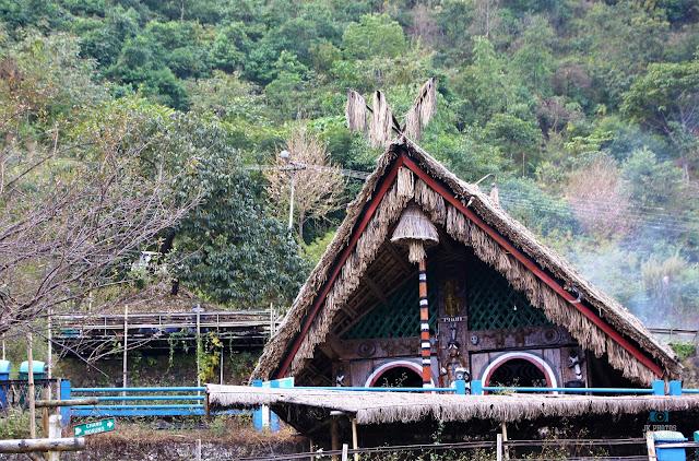 phom-naga-traditional-hut-nagaland-morung