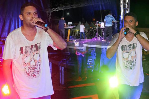 Júnior Barão canta e encanta na noite desta quinta-feira na Festa de Janeiro 2019 em Iguaracy.