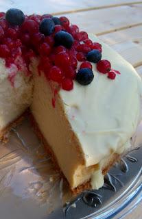 przepis na sernik z białymi truflami i polewą z białej czekolady