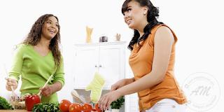 Pantau Tahap Kesihatan Anda | Kesihatan adalah perkara yang perlu di jaga dengan sebaik mungkin. Seharusnya anda memantau tahap kesihatan diri sendiri secara berjadual.  Anda boleh membuat jadual tahap kesihatan diri anda secara bulanan, suku tahun atau tahunan untuk mengetahui tahap kesihatan anda.  Anda boleh juga melakukan pemeriksaan kesihatan diri sendiri dengan mengukur ketinggian dan berat badan supaya sentiasa dalam keadaan normal. AM pernah kongsikan petua untuk Menentukan Berat Badan Sesuai yang berkaitan dengan tinggi dan berat badan.  Kali ini AM nak senaraikan beberapa petua untuk menjaga kesihatan diri secara ringkas untuk anda boleh amalkan untuk menjaga kesihatan anda.   Minum Air Secukupnya Minum banyak air suam atau air mineral demi membantu membuang toksin dari dalam badan, menjaga kesihatan kulit dan juga membantu untuk membakar kalori dalam badan.  Diet Yang Sihat Makanan yang berkhasiat dan pelbagai warna. Elakkan makan makanan yang diproses atau fast food. Makan yang cukup tetapi bukan berlebihan. Cara terbaik, makan ketika lapar dan berhenti sebelum kenyang. Jangan Merokok Jangan merokok kerana ia menjejas kulit dan kesihatan. Terbukti merokok banyak memberi kesan negative kepada perokok dan orang sekitarnya. Pantau Tahap Kesihatan Anda Sentiasa Bersenam Bersenam baik untuk kesihatan dan rohani. Lakukan walaupun hanya 10 minit sehari. Senaman tidak semestinya dilakukan di taman atau pusat gym, berjalan kaki juga sudah dikira bersenam. Atasi Tekanan Elakkan tekanan. Tekanan mempercapatkan proses penuaan. Nikmatilah muzik lembut di kamar bagi meredakan ketegangan. Tidur Berkualiti Pastikan tidur anda benar-benar berkualiti. Berfikiran Positif Sentiasa berbaik sangka. Dengan berfikir positif, hidup kita akan terasa lebih ceria. Pemeriksaan Kesihatan Lakukan pemeriksaan kesihatan sekurang-kurangnya setahun sekali. Pemeriksaan kesihatan ni penting untuk kita ketahui tahap kesihatan kita agar kita dapat bertindak jika terdapat masalah.  Semoga perk