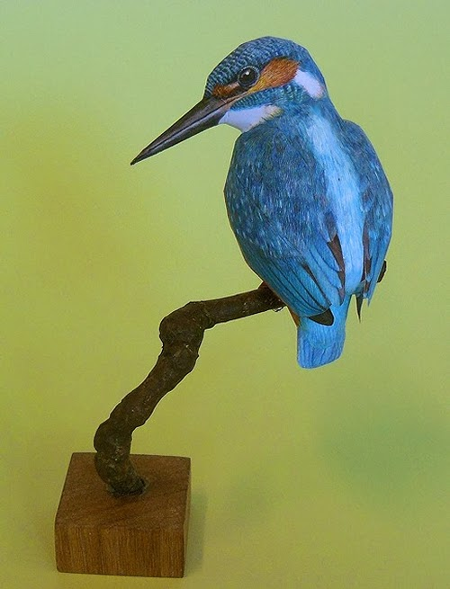 10-Kingfisher-Johan-Scherft-Living-Paper-Birds-Sculptures-Watercolours-www-designstack-co