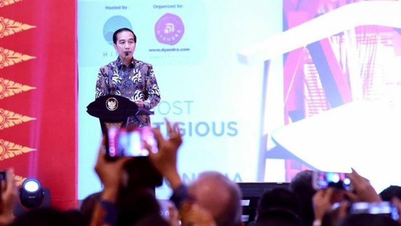 Jokowi menghadiri Indonesia International Furniture Expo 2017