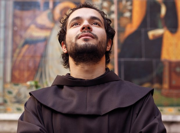 98e897f9 #Adeste Fideles sung by #Franciscan Friar Alessandro - Amazing Performance  to SHARE