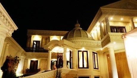 Rumah megah milik Anang Hermansyah, dengan mengusung desain model eropa yang ditambah dengan kubah