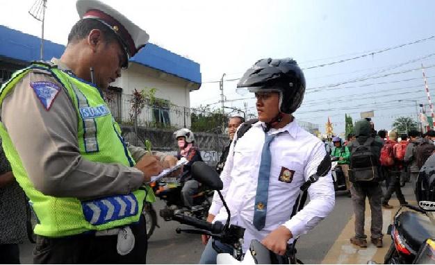 "Info Penting Mohon Disharing Agar Banyak Yang Tahu ""Tolak Razia, Jika Polisi Tidak Memenuhi 5 Syarat Berikut Ini..!!"