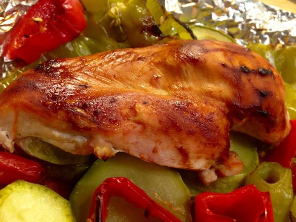 Пиле със зеленчуци във фолио