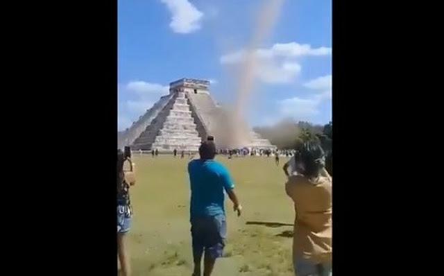 Torbellino sorprende a turistas en pirámide de Chichén Itza