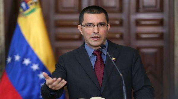 Canciller venezolano insta a Reino Unido a ocuparse de las necesidades de su población