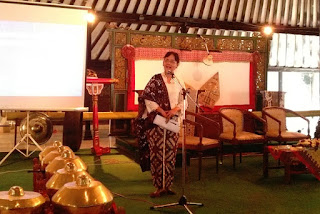 Dr. Sri Ratna Saktimulya, M.Hum keynote speaker batik kuasa dan identitas museum sonobudoyo