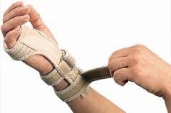 Pulso aberto como cuidar para aliviar a dor, a perda de força na mão e o incômodo que causa no braço..  Pulso aberto expressão  usada para descrever dor na região do pulso. A dor na articulação do pulso pode ter várias causas: traumas, tendinite, digitacao
