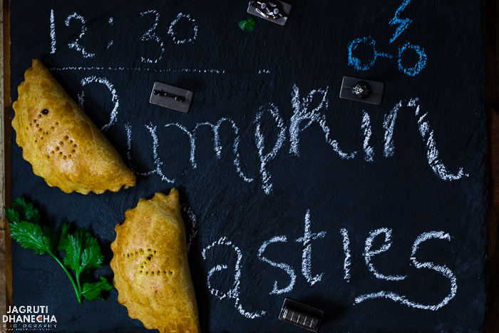 Vegan Harry Potter Pumpkin pasties are delicious, prepared with pumpkin and basic spices, great for Halloween parties.