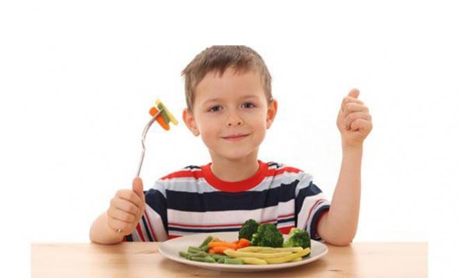 que es una buena alimentacion en los niños